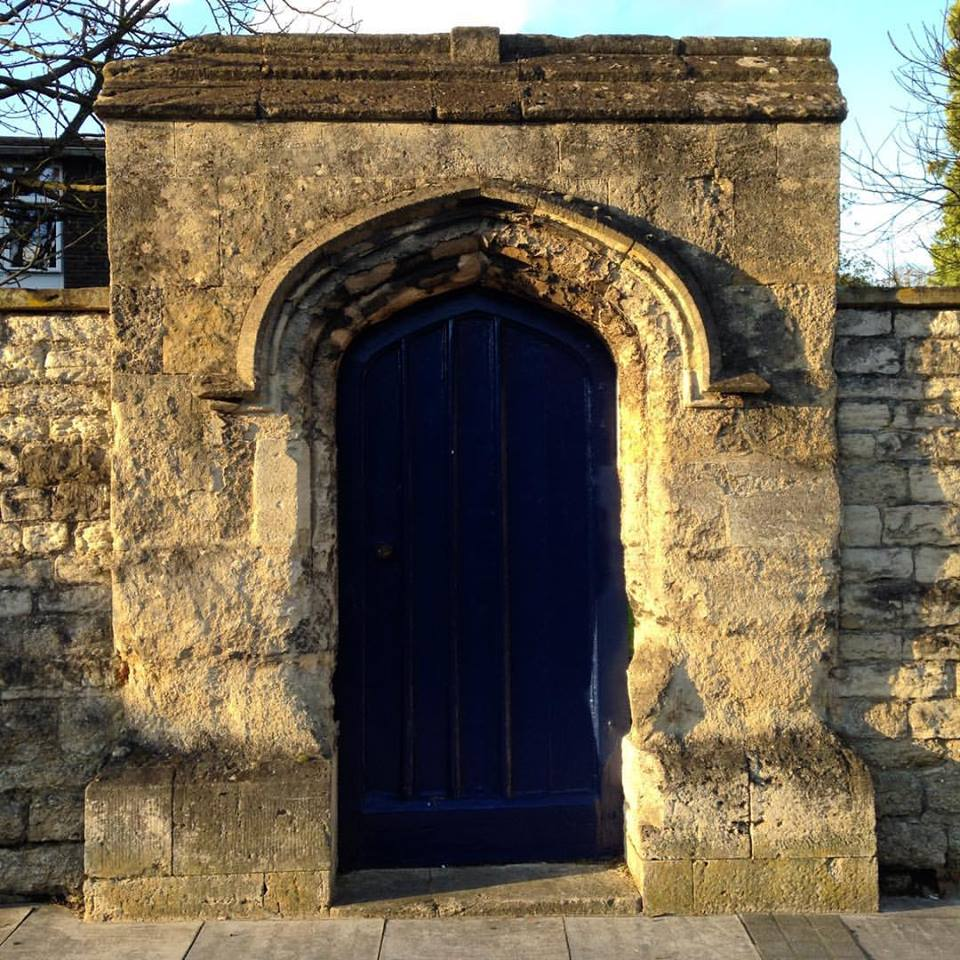 #1HappyYear Day 6: What a lovely bright and sunny day! And the evening sun picks out the colours of the stone of my favourite Oxford doorway... #100HappyDays