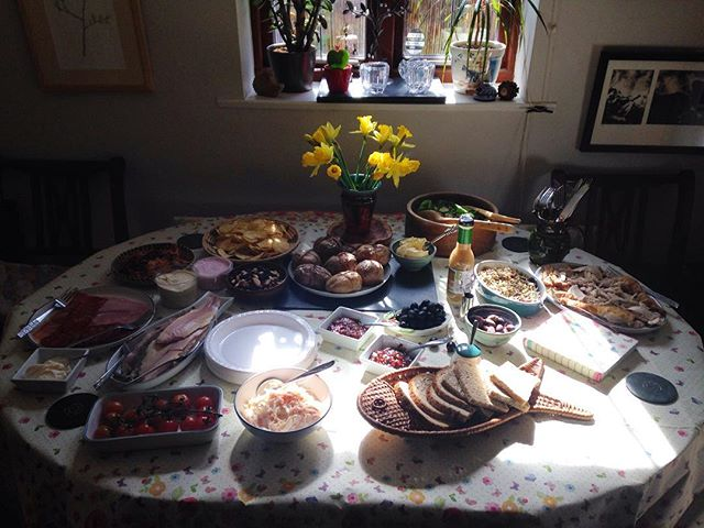 #MotheringSunday???????????? lunch for the *whole* family! #MothersDay #whataspread #lunch