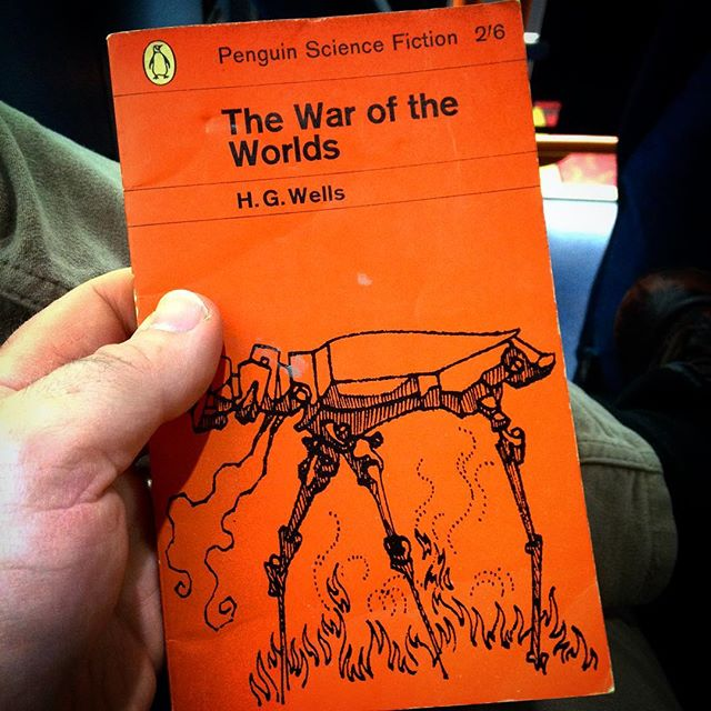 They don't print books like this anymore... #amreading #books #penguinorange #penguinsciencefiction #thewaroftheworlds #hgwells