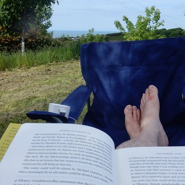 Too hot! Retreated to the shade of a tree… #amreading #keepingonkeepingon #alanbennett #roomwithaview #thisisthelife