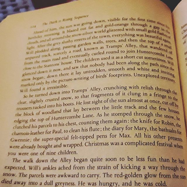 Forty-four years ago Christmas presents were a simpler beast (and dare I say it, meant more)… #TheDarkIsReading #TheDarkIsRising #books???? #amreading #SusanCooper @robgmacfarlane