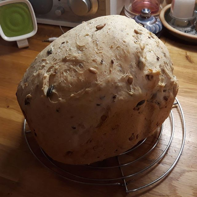Thanks to an all too generous Christmas present from @vnemma's Mum and Dad of a new bucket and paddle we now have loaf-shaped bread from my circa. 13 year old bread maker. Here I present a multiseed loaf...