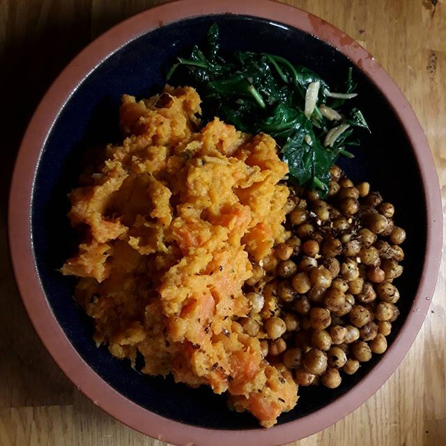 Tonight's colourful, nutritious meal: sweet potato and carrot mash bowl... #recipes #healthyfood #healthyeating @deliciouslyella