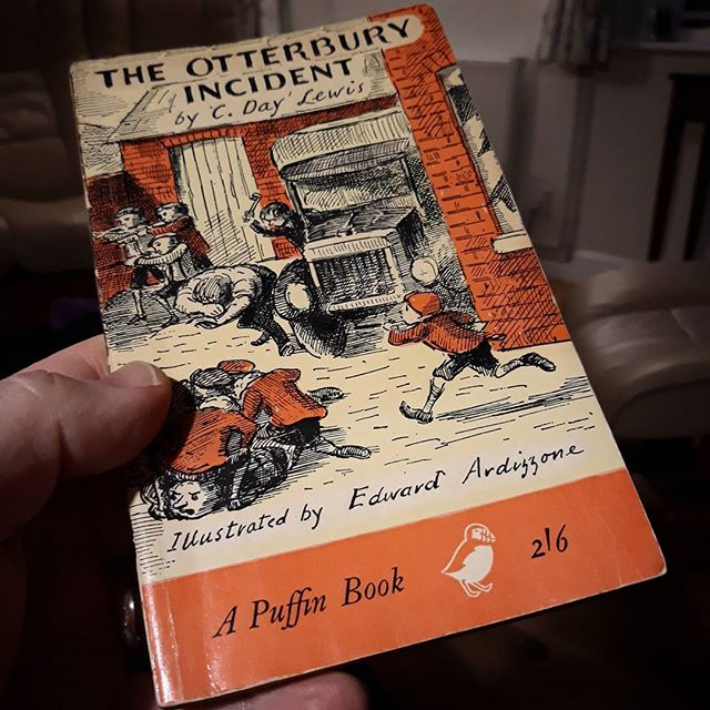 Just considering whether it is possible or not to go into a second-hand bookshop and not buy an #EdwardArdizzone book? #books???? #bookstagram #bookaholic
