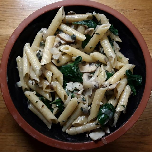 Another delish @deliciouslyella meal tonight in the form of creamy mushroom and garlic pasta… #recipes #eatinghealthy