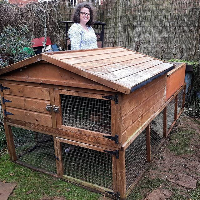 Cecily and Woody Bunny are now settling into their new extension… two bedrooms, en suite… I swear that proportionally they have more living space than me! #bunnies???? #BicesterZoo