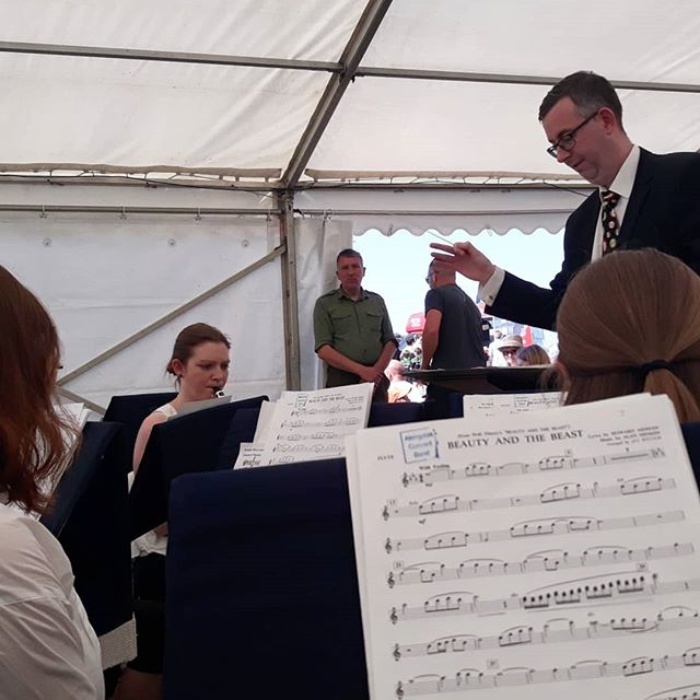 Slow-roasted @abingdonconcertband  set at the #AbingdonAirShow… . We do this thing for fun, you know!