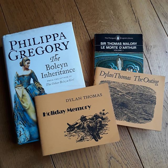 Visited Barnabees Books and found, amongst other books, the missing book in my collection of Philippa Gregory's #TudorCourt series. Also chatted to Tyona about books, bookshops, and soap and interested her in a print and matching business cards and postcards for the shop! . #bookaholic #authorsofinstagram #illustratorsofinstagram #bookloversguidetobookshops