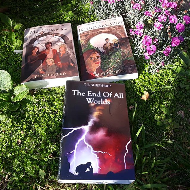 It's going to be a scorcher of a weekend and clearly #toohot to do anything but read. Here's three that you could try and they even appeal to people who don't usually like magic realism and fantasy – link in the bio. . What are you reading? . #books #amreading #SummerReading #summerreads #bookrecommendations #fantasy #magicrealism