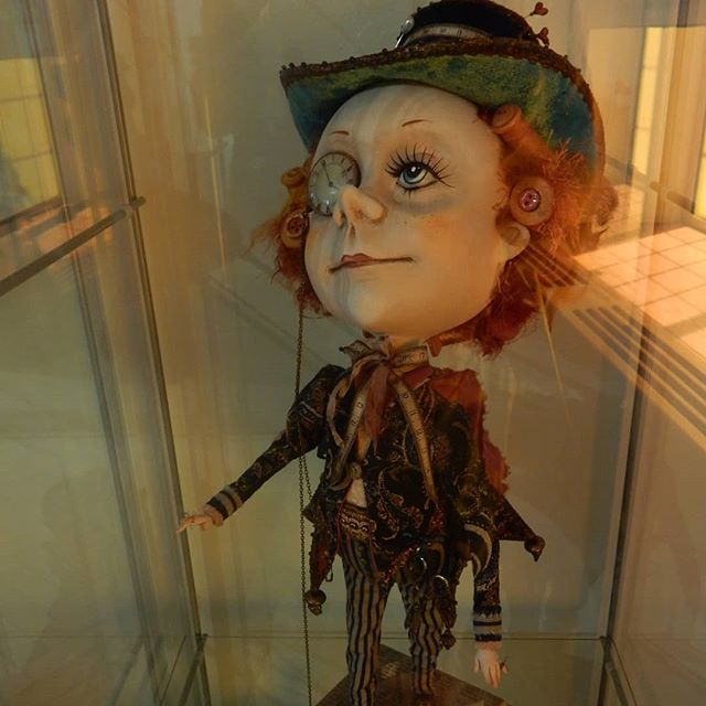 Mad Hatter regenerating in ethereal light… #ItsTimeForTea #storymuseum #exhibition #Alice ##aliceinwonderland