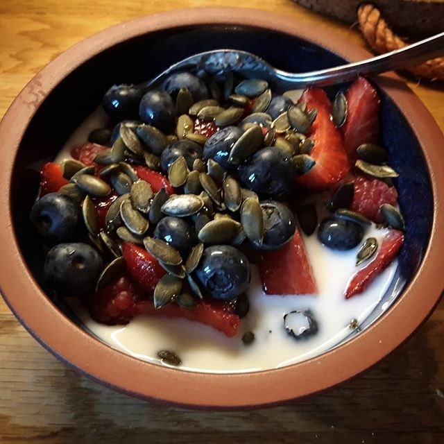 My first experience of #overnightoats with coconut yoghurt and chia seeds is I think a success…