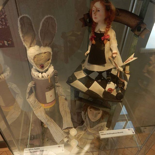Visions of Alice… . #Alice #aliceinwonderland #ItsAlwaysTeaTime #exhibition #teatime @thestorymuseum