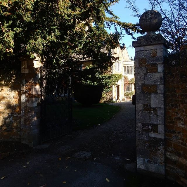 Old Rectory living at Deddington… #autumn🍁 #walk #sunshine🌞