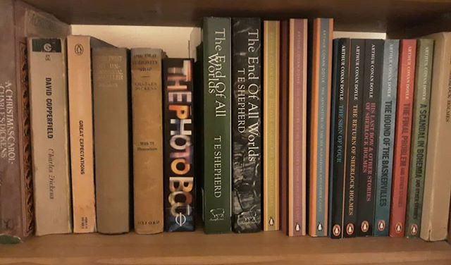 Further to my new bookshelf I've been reordering the other shelves and have given my Dickens and Doyle a new home. Then I needed to make dinner so I hastily put a couple of other books back on the shelf… It was accident I promise, I'm not saying anything by it honestly! 😂😂 #CharlesDickens #Dickens #ArthurConanDoyle #SherlockHolmes #TEShepherd