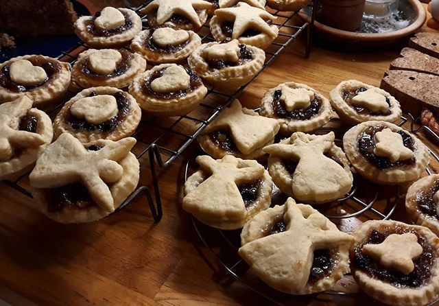 Sorry they're not gingerbread @neilbrownless, but if you're good some of these might be finding their way to @abingdonconcertband tomorrow… #mincepies #Christmas #concert
