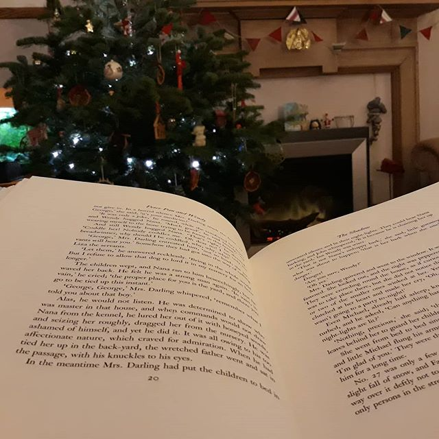 Happy New Year everyone! 💥🍾🥂 I #amreading #PeterPan in front of the Christmas tree like every good self-confessed bibliophile should.
