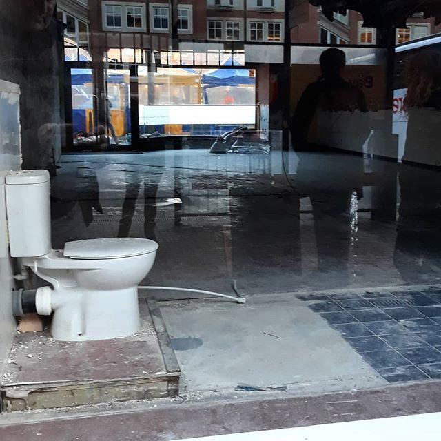 Public toilet... #lavatory #ondisplay