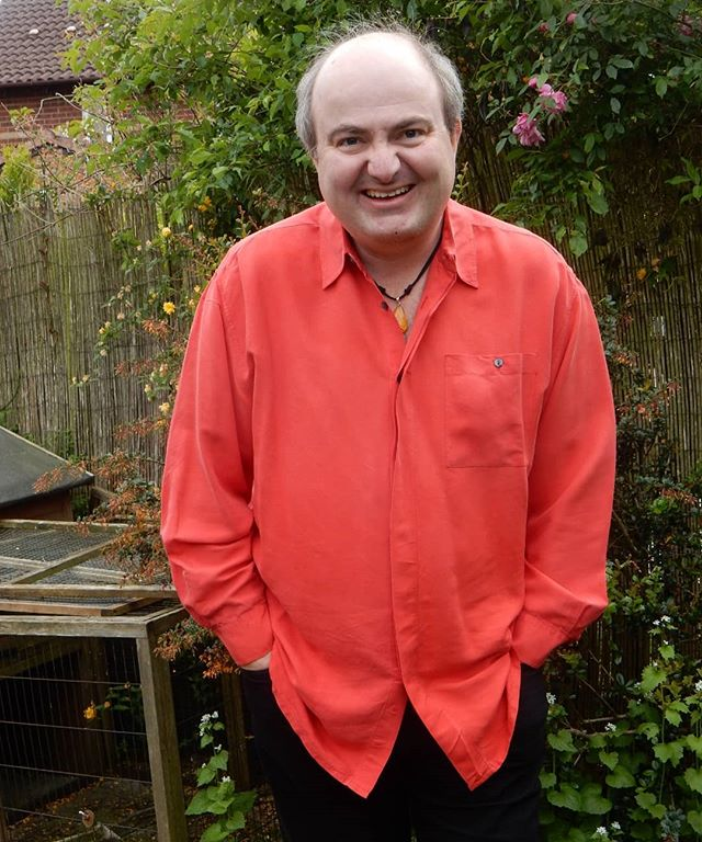 Following up on yesterday's yellow, and continuing the @revrichardcoles and @libbypagewrites inspired efforts to release my inner/hidden self-confidence I've found this red shirt in my wardrobe...
