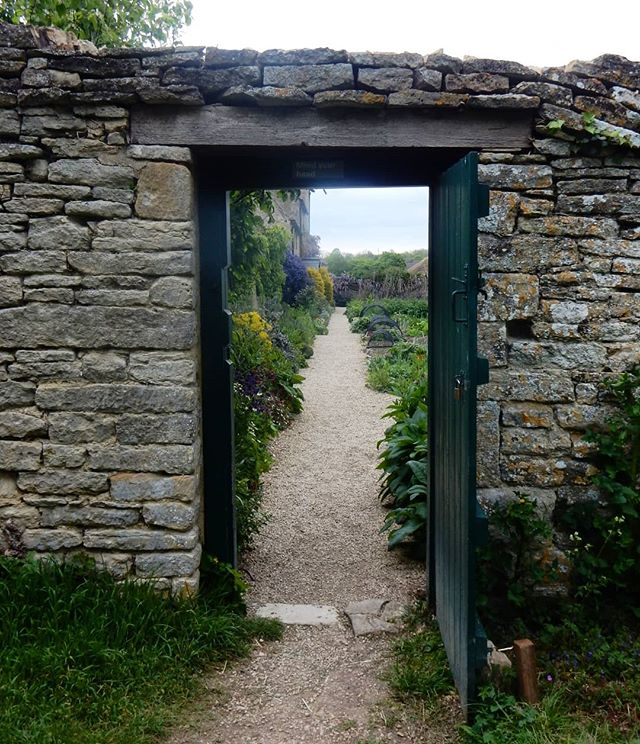 Through doorways... #throughdoorways #whatwondersawait