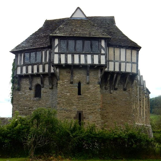 It's been 30-somethong years since I visited Stokesay Castle but I love it just the same. One day I will use it as a template for the house I will build… #dreams #homes #nottoostately #pretentionsofgrandeur #castles