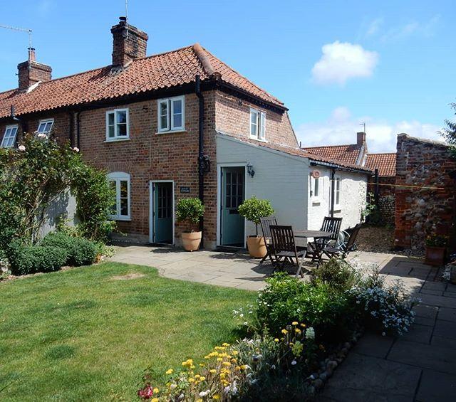 Little cottage for the week by the seaside... #Norfolk #NorfolkRiviera #burnhamoverystaithe