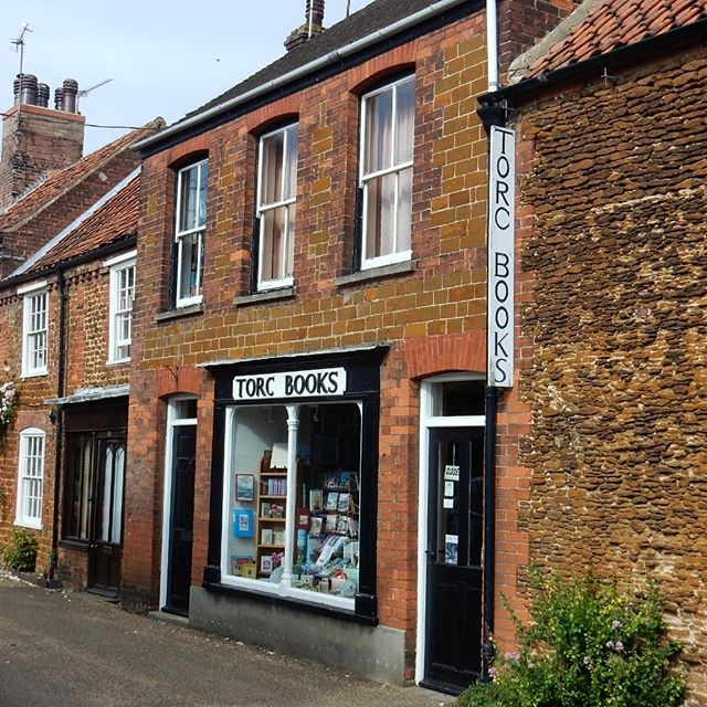 Visited simply the most adorable little #bookshops today in Snettisham with the spritely 86 year old proprietor, Mrs Shepperd, and picked up two more little #EdwardArdizzone beauties… ••• #bookloversguidetobookshops @bookshopblogger @allthingsardizzone