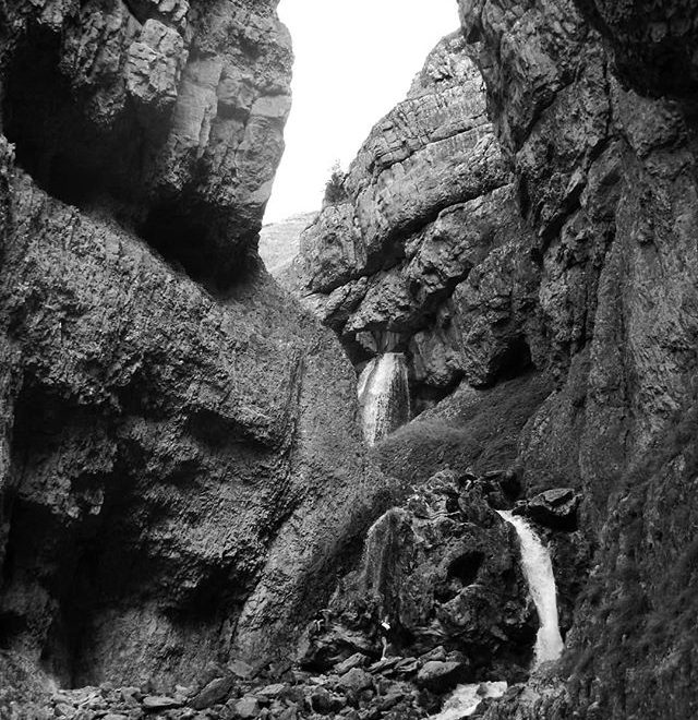 Might have to sketch this one in pen and ink… #gordalescar #illustration #penandink #betterinblackandwhite