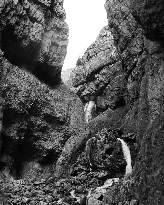 Might have to sketch this one in pen and ink... #gordalescar #illustration #penandink #betterinblackandwhite