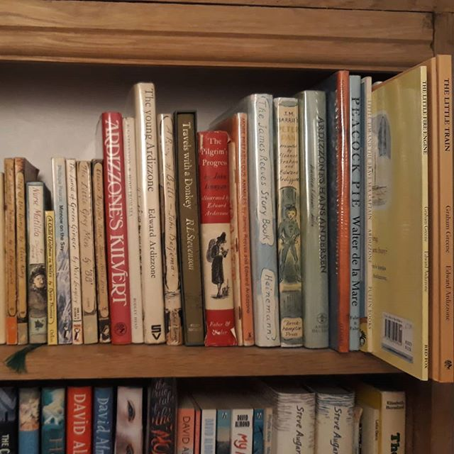 My obsession with Edward Ardizzone. I love how the most recent addition to this shelf has been hiding on my bookshelves for over 30 years… #EdwardArdizzone #illustration @allthingsardizzone