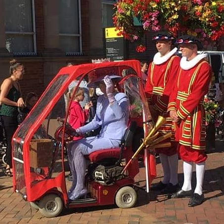 I got a bit distracted buying vegetables this morning when a drag Queen came by in mobility scooter flanked by two beefeaters and followed by a giant bee, a whale wrapped in plastic and a mechanical fox... #weirdthingshappeninbicester
