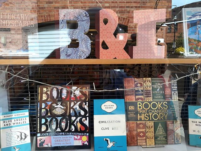 Fond farewell yesterday to @booksandink in its Banbury location. Here's to many years to come Winchcombe. Don't change anything except the location, @samthebook. #indiebooksellers #shoplocal #loveyourlocal @booksaremybag