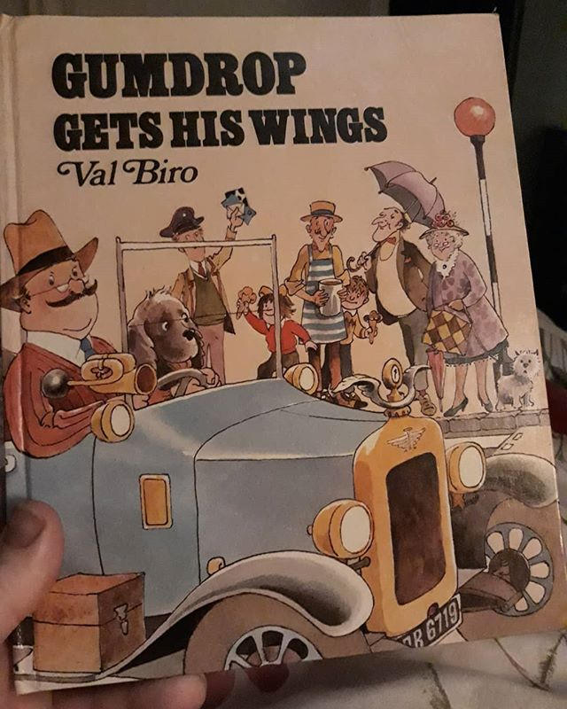 Just rediscovered my Gumdrop books that my Grandpa gave me. I never realised that he lived in Amersham and that's where the books were set! @samthebook, have you encountered them... I think I might need to collect the other 15 titles... @booksandink #ValBiro #Gumdrop #amreading
