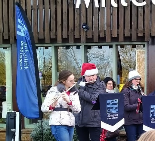 Christmas wouldn't be Christmas without some Christmas carols with @abingdonconcertband at @milletsfarm… #christmas🎄 #carols #music 🎵🎶🎼🎺🎷
