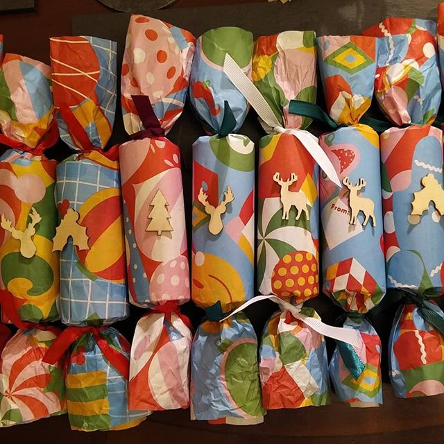 Crackers can be be a wasteful indulgence of plastic and tat, but eschewing the expensive shop bought ones doesn't mean going without. Some @whogivesacraptp toilet rolls, paper wrappings, hats, wooden toys, and bad jokes later, and... #christmas🎄 #crackers💥 #festive #sustainable #noplastic