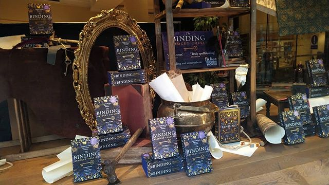 Such a beautiful window display in @piccadillywaterstones it was no wonder I was going to be deduced in buying Bridget Collins' #TheBinding… #books📚 #BridgetCollins #bookbinding
