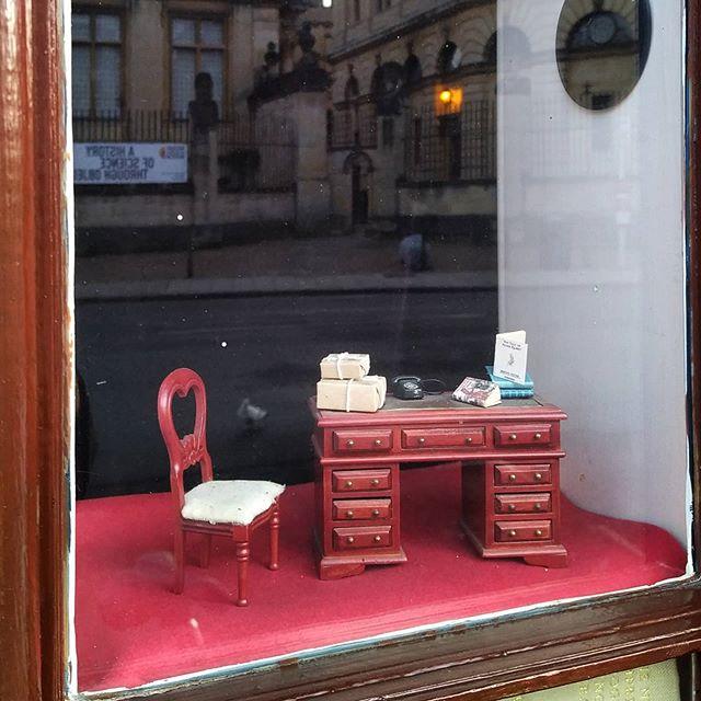 The world's smallest #bookshopwindow display at @blackwelloxford… #books📚 #antiquarianbooks #bookshopsofinstagram @blackwellbooks