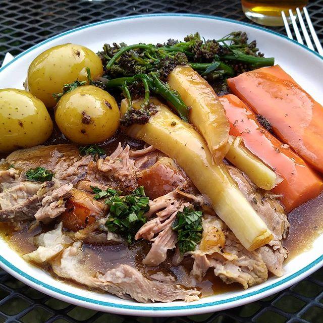 Happy Easter everyone!  Love roast lamb dinners… 😊🐑 . #Easter #EasterSunday #RoastLamb