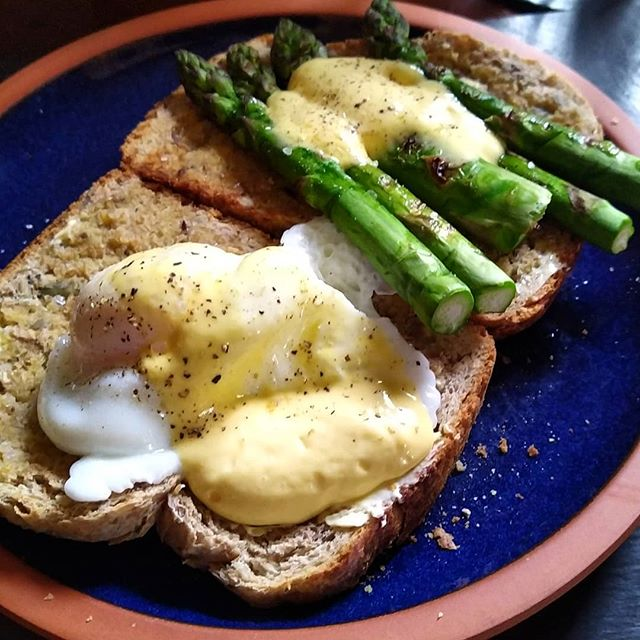 Healthy, seasonal lunch on a Sunday that has taken a decidely wild turn... #asparagus #poachedegg #hollandaisesauce